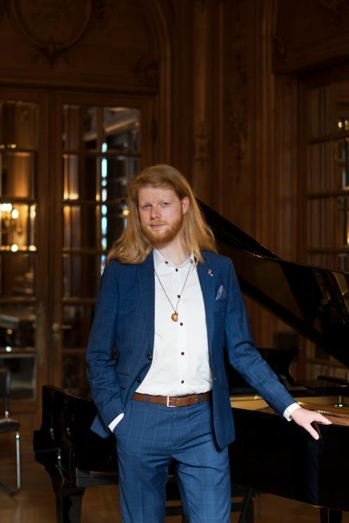 opera singer Joel Vuik for Gute Leute magazine - hamburg 2018 - Teresa Enhiak Nanni
